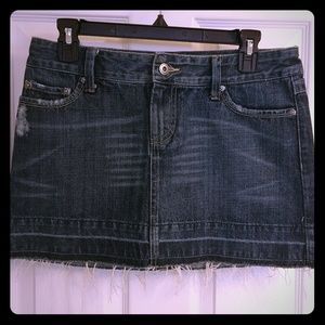 Dresses & Skirts - American Eagle distressed denim mini skirt sz 2